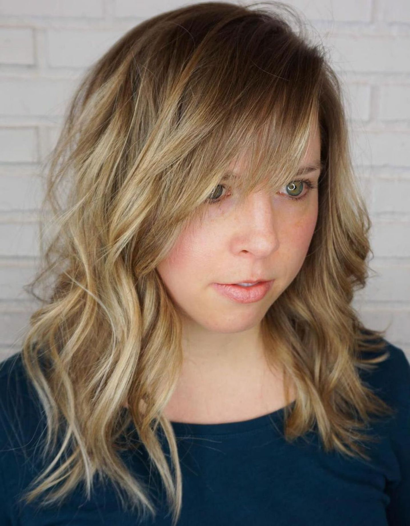 Mid Length Wavy Hairstyle With Bangs Side Swept Bangs Hairstyles With Bangs Long Hair Styles