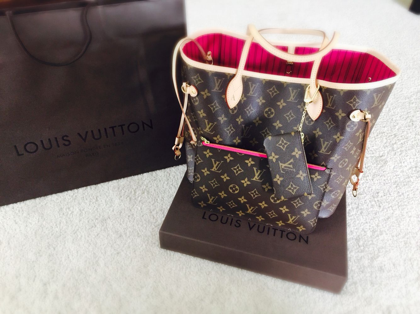 My 2017 Louis Vuitton Neverfull With Pink Inside Key Pouch Hanging From The Handle