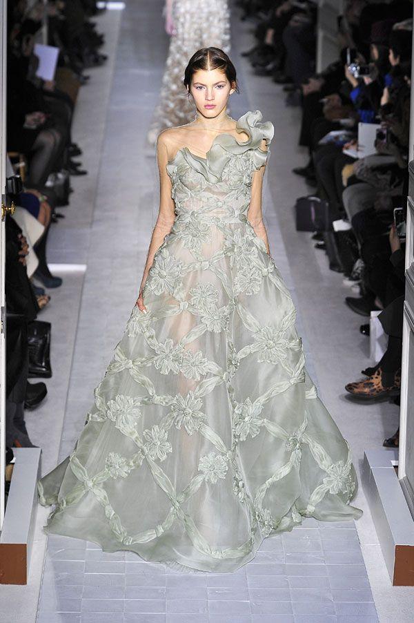 Semana da Moda de Paris: vestidos de noiva 2013. #casamento #vestidodenoiva #cinzento