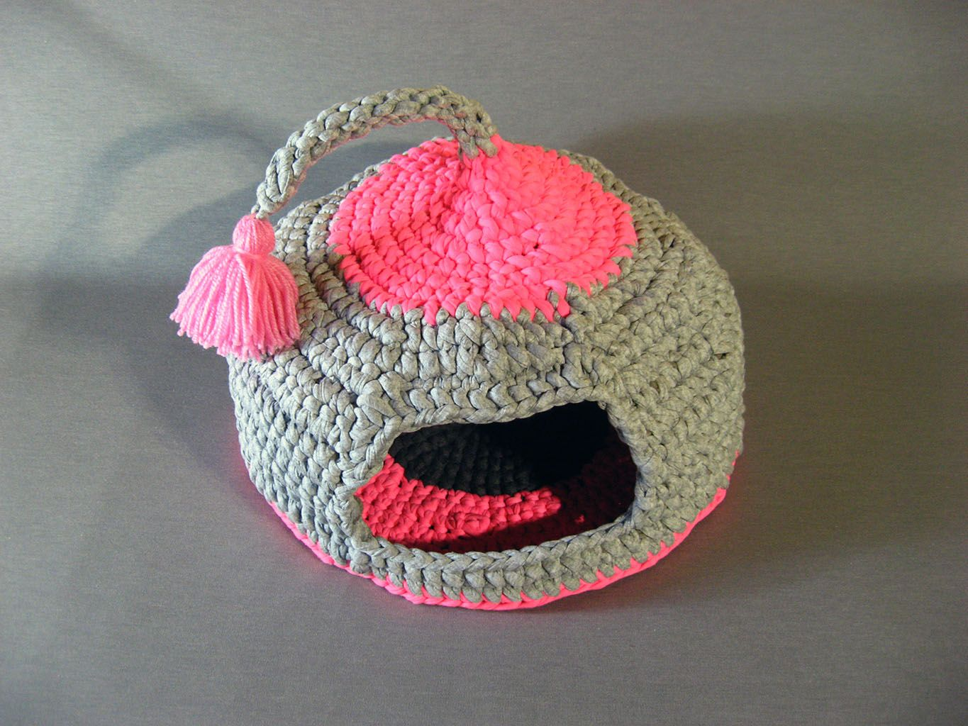 Crochet cat bed cat cave pet house Tshirt yarn with tassel for playing https://www.etsy.com/shop/EnebrOso?section_id=16780006&ref=shopsection_leftnav_9