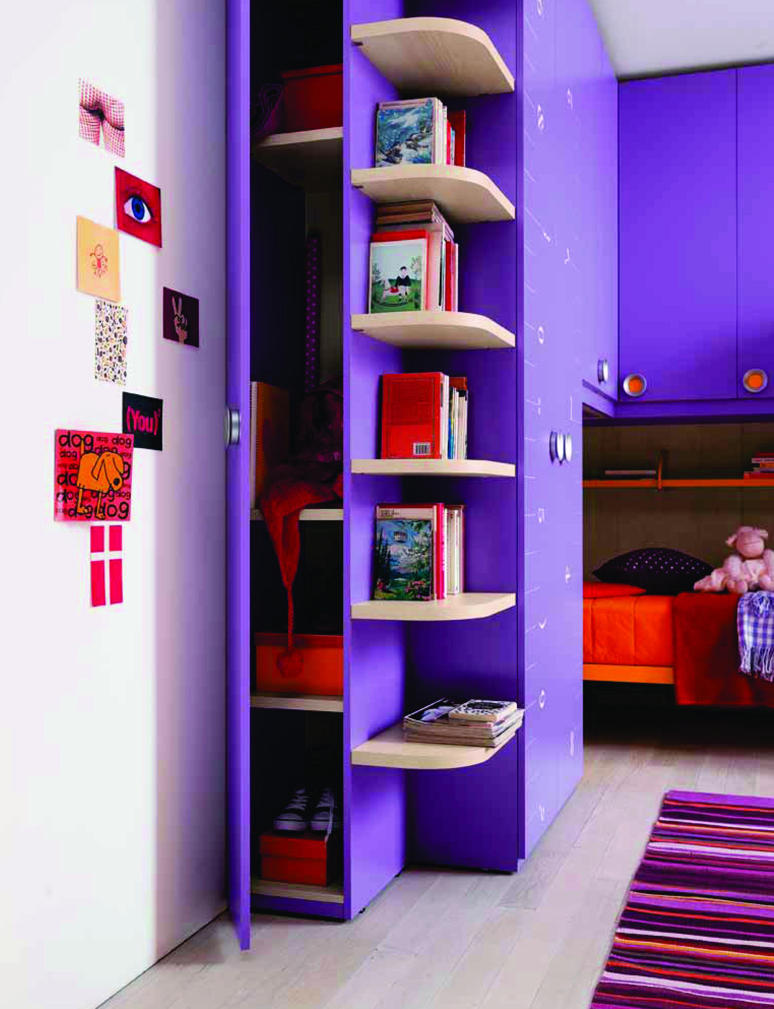 Een voorbeeld van een praktisch ingerichte kinderslaapkamer van ...