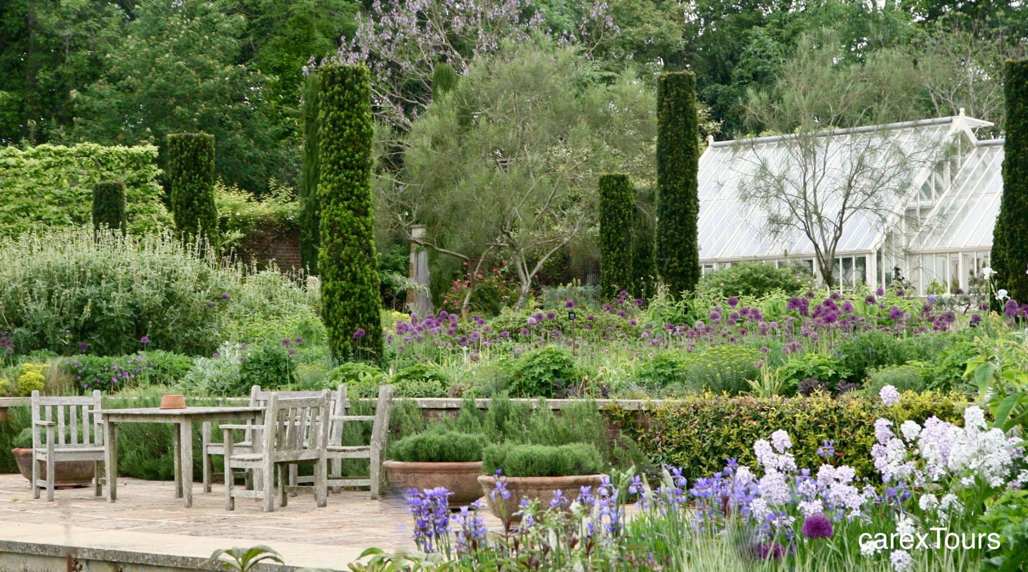 garden design by carolyn mullet 31 view across the upper terrace in