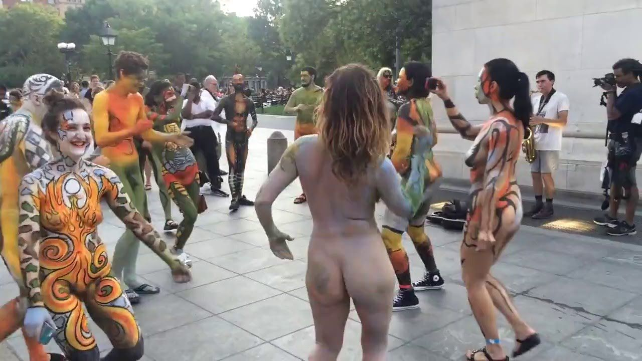Commit Naked people in the street