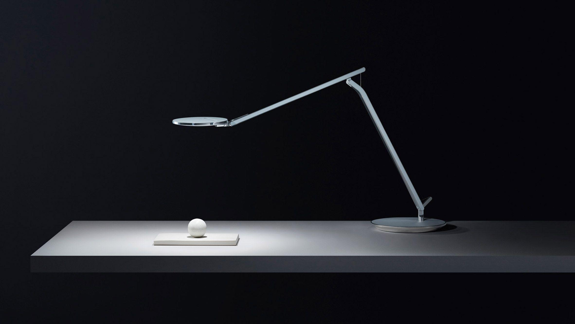 Humanscale S Infinity Lamp Designed To Combat Eyestrain From Screens Lamp Lamp Design Table Lamp Lighting