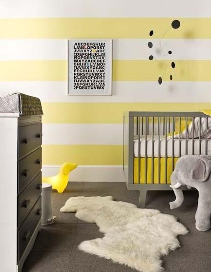 Yellow And White Stripe Walls And Gray Dwell Studio Crib In A Modern Baby Nursery Babykamer Inspiratie Kinderkamer Ontwerp Babykamer