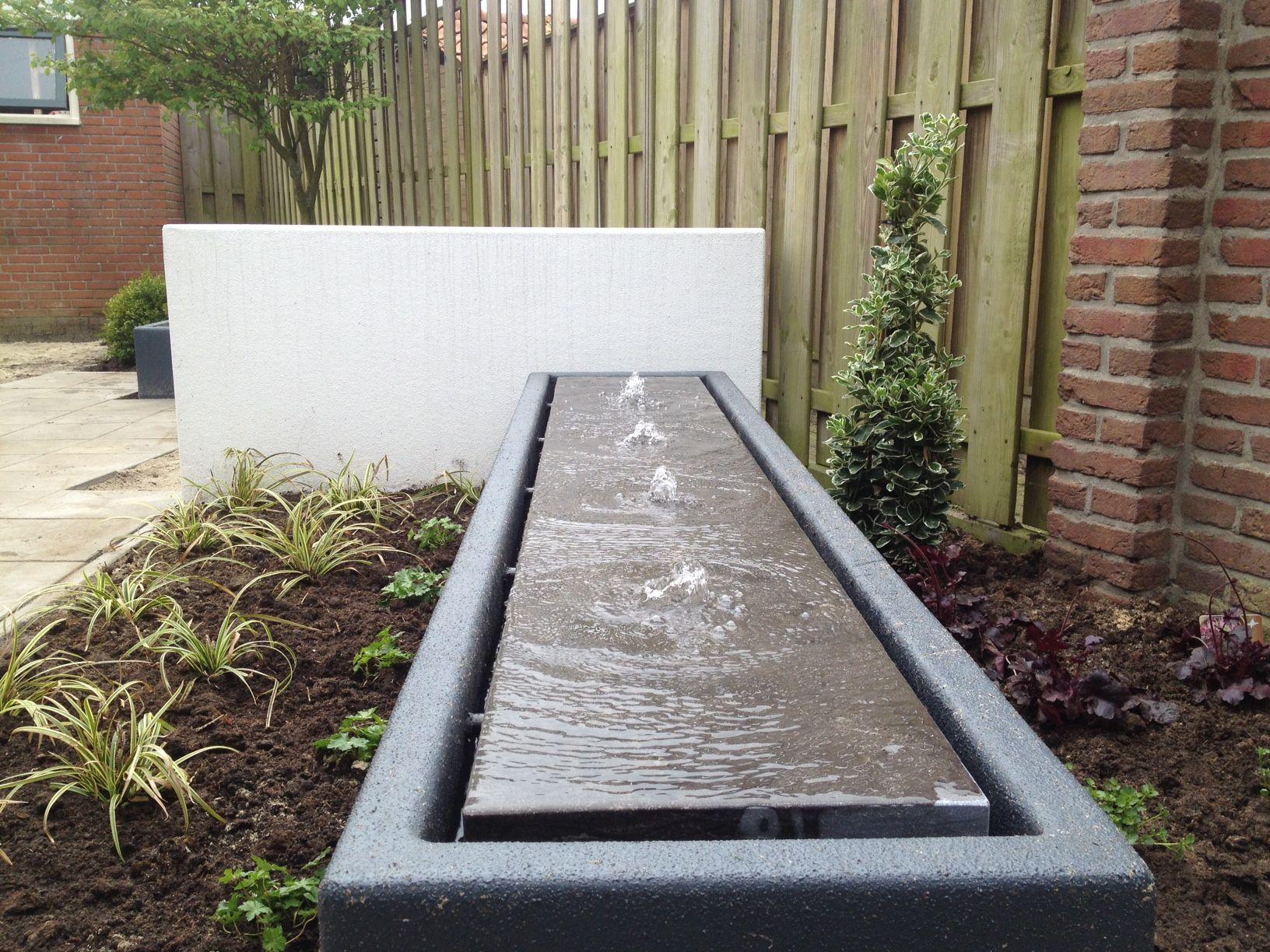 Platoflex wall with bassin.