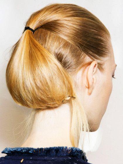 Die perfekte Schalfrisur für lange Haare ist diese Variante aus Half-up-Hair und gelegtem Nestdutt. Ein How-to findet ihr hier!
