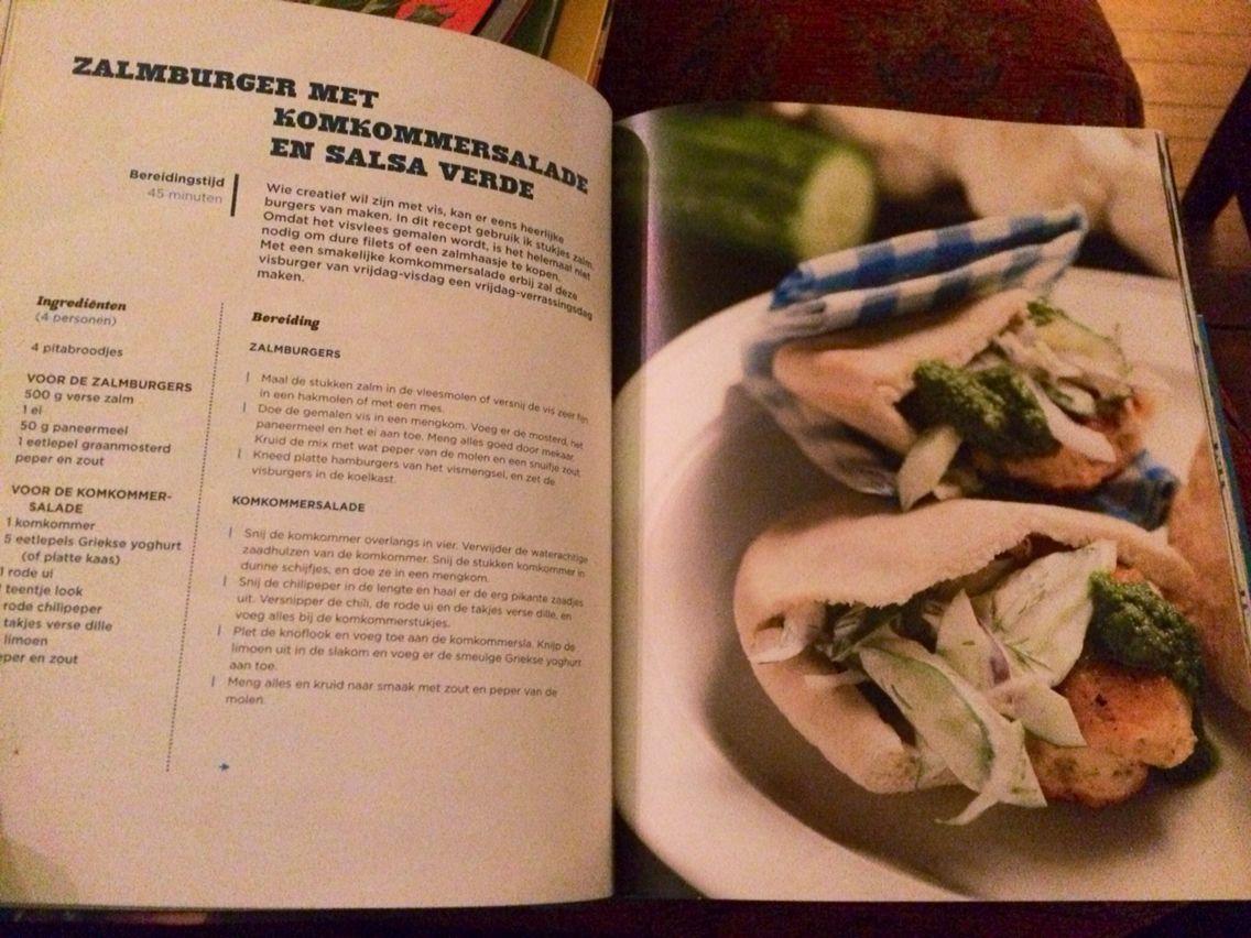 Salmon burgers with a cucumber yoghurt salad
