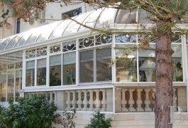 Facing the Bois de Vincennes, elegant, Trianon, classic is a park of 3,250 m². - Ile-de-France - Patrice Besse