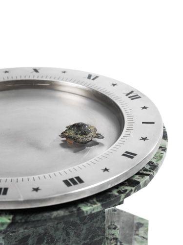 Magnetic table clock by Cartier. Collection Boutet de Monvel