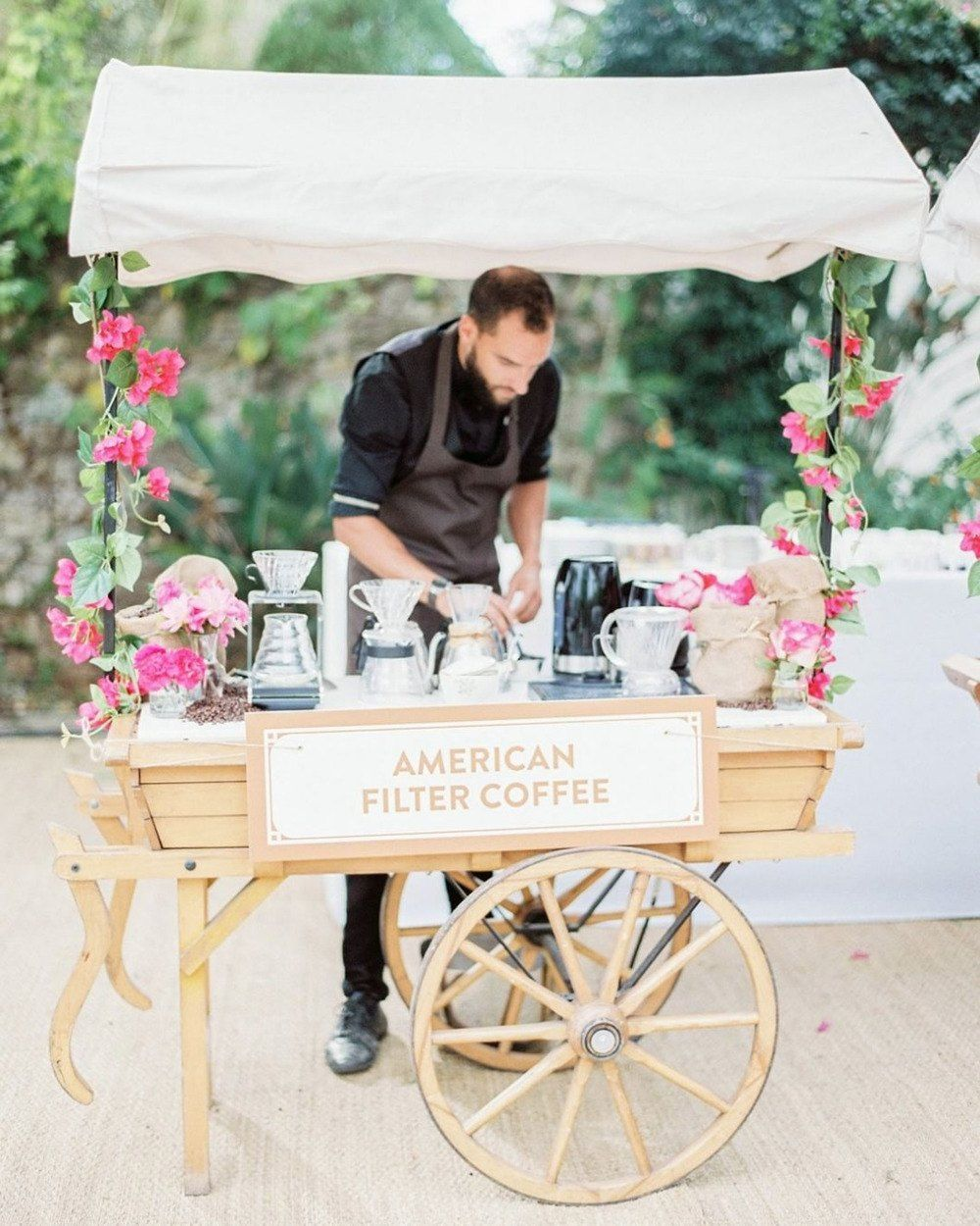 Fun Catering Ideas For Weddings: 8 Unique Wedding Entertainment Ideas To Wow Your Guests