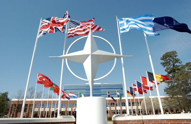 Αντιγραφάκιας: Άμεση μείωση των ελληνικών δαπανών για το ΝΑΤΟ