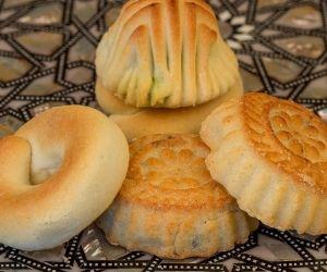 معمول التمر بالسميد Middle Eastern Desserts Arabic Dessert Arabic Food