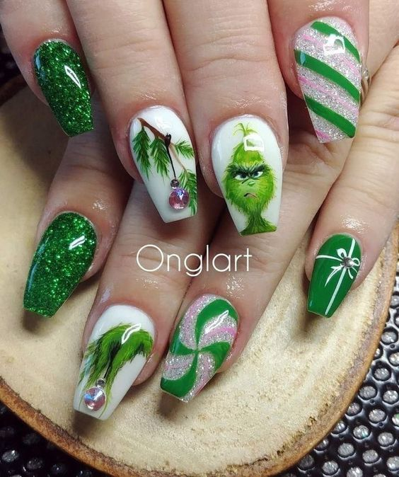 90+ Christmas Nail Art Designs Which Are perfect for the Holiday Season - Hike n Dip
