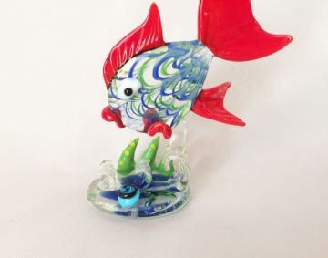 Blown Glass Fish Sculpture Small Hand Crafted Art Glass Fish Figurine With Seaweed Tropical Fish Ocean Naut In 2021 Fish Sculpture Nautical Beach Decor Glass Blowing
