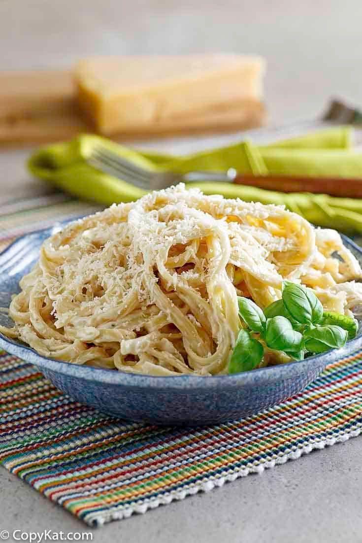 Olive Garden Alfredo Sauce | Recipe | Quick pasta dinners ...