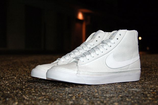white nike blazers  c8dccb43b