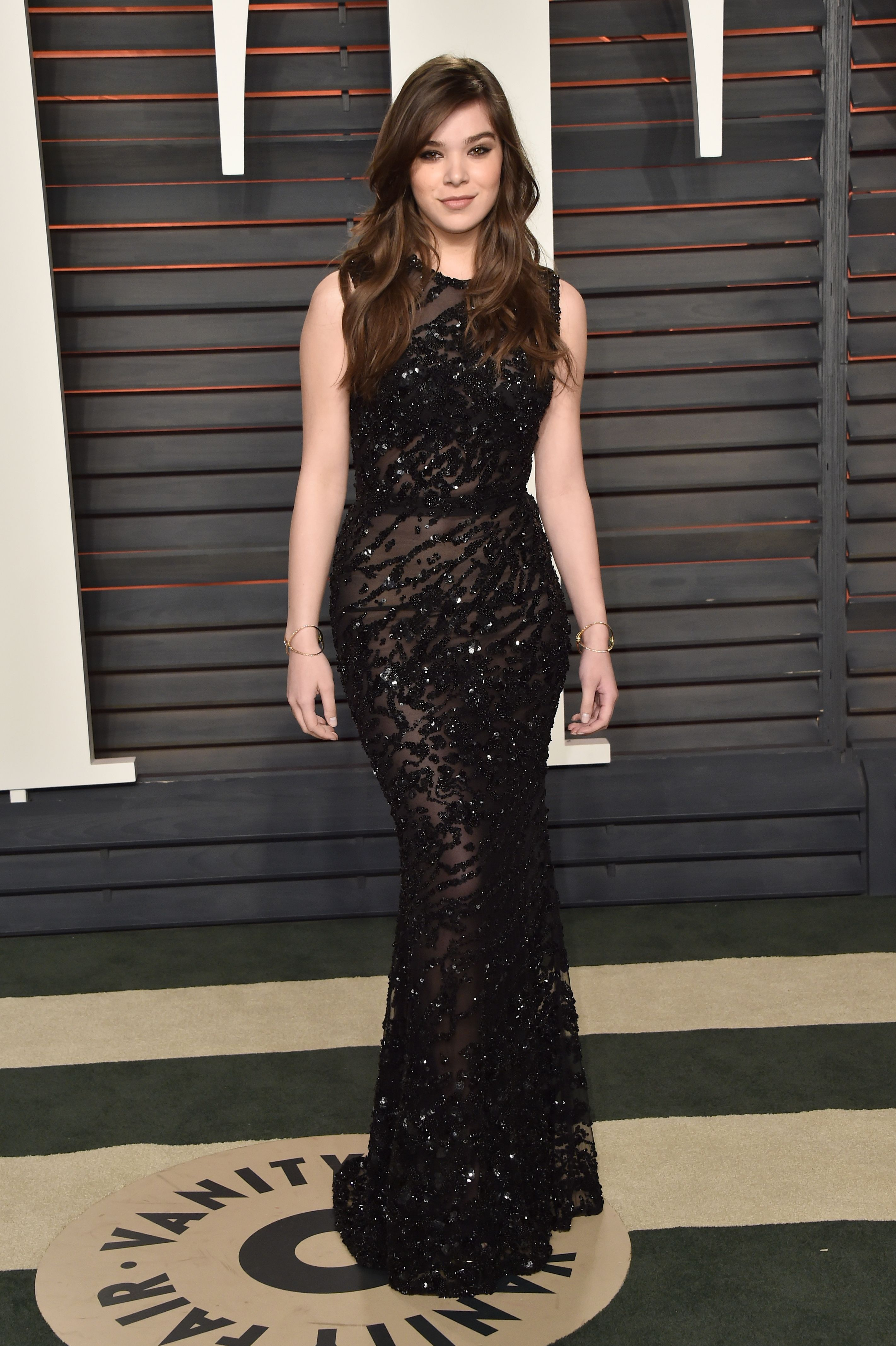 Hailee Steinfeld wears Elie Saab at the 2016 Vanity Fair ...