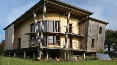 Architecture Ils ont construit leur maison en paille et bois à - maison bois et paille