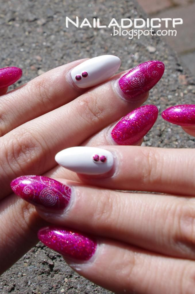 Nail Addict: White and pink