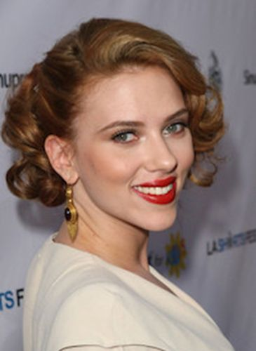Scarlett Johanssons Vintage Curly Style Blow Drying Courses