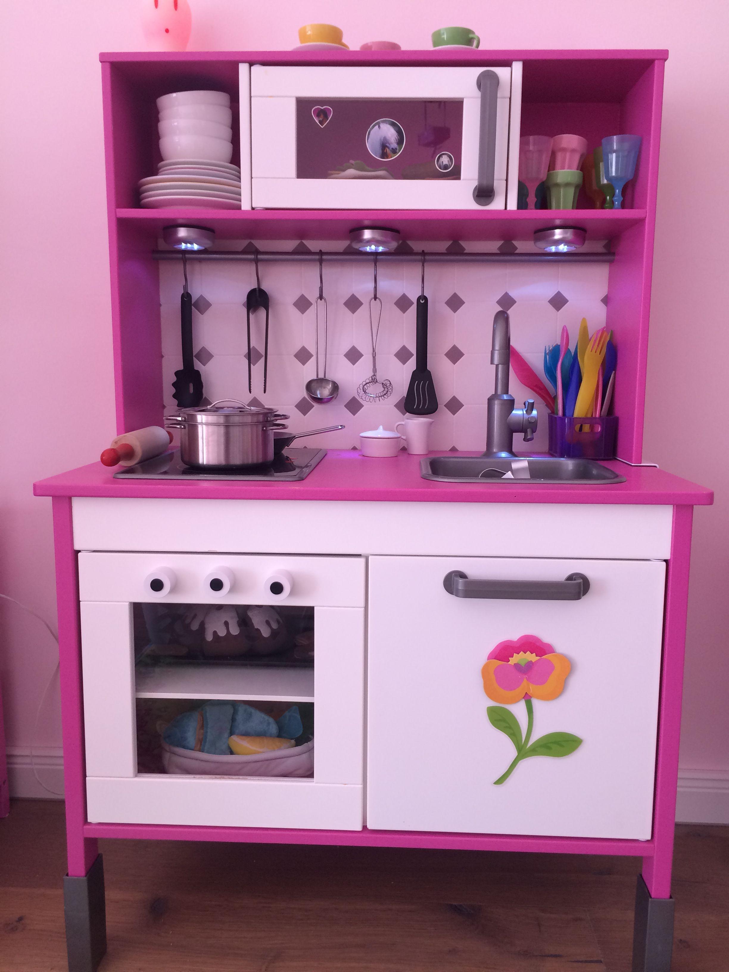 Ikea Küche aufgemotzt. Mit Rückwand, Ofenknöpfen und LED-Leuchten ...