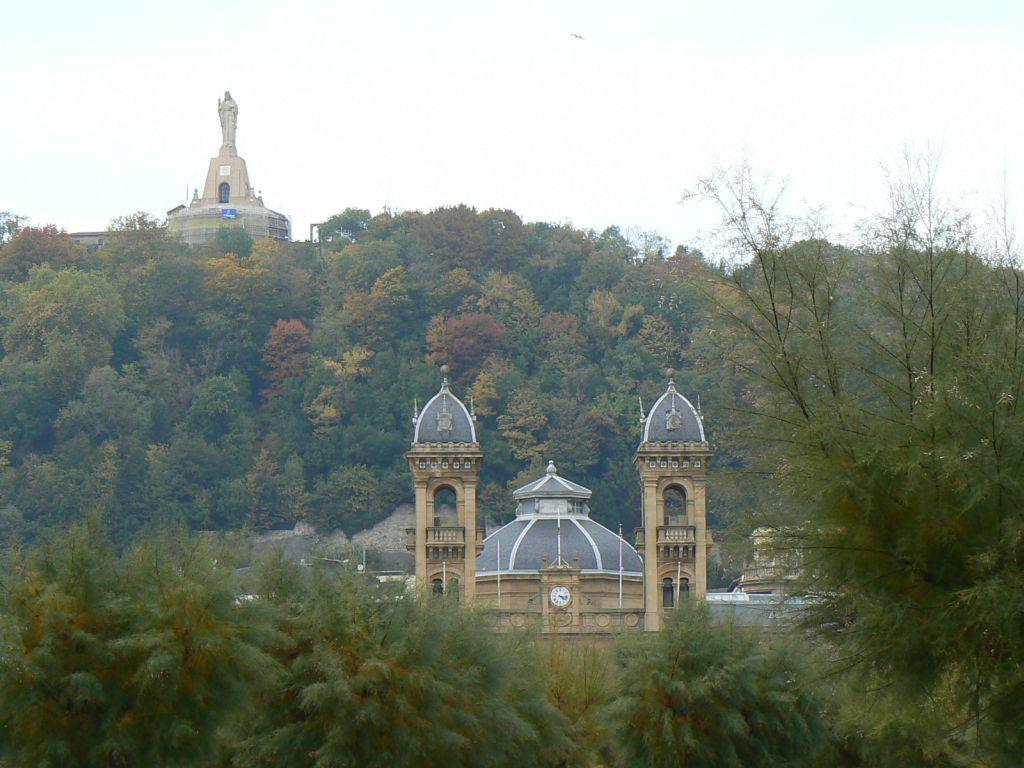 Ayuntamiento Y Cristo En Donostia San Sebastian Pais Vasco