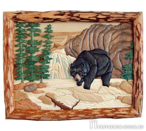 Деревянное панно: Медведь на рыбалке.