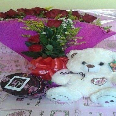 Buquê Rosas Vermelhas com Urso de Pelúcia e Lata Sonho de Valsa