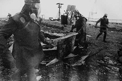 Emergency Workers On The Roof Of The Plant Tschernobyl