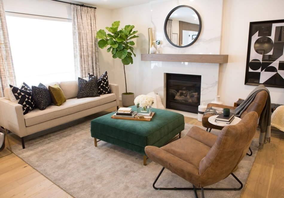 Crystal Jon The Scott Brothers In 2020 Small Living Room Decor Property Brothers Small Living Room