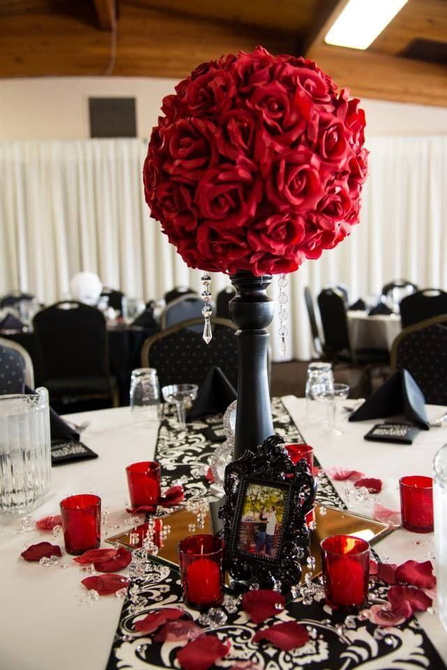 Black Red And White Diy Wedding I Was In Love With Our Table