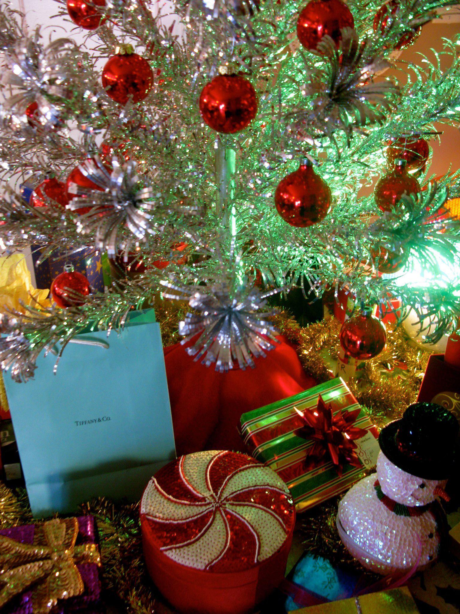 Tinselmania: 221 vintage aluminum Christmas trees | Christmas tree ...