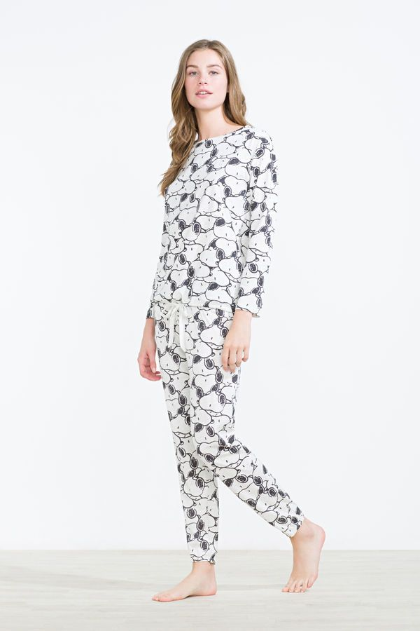 f21317d7a8f50 Womensecret All over Snoopy print pyjama grey Snoopy Pajamas, Pyjamas, Pjs,  Pajamas Women