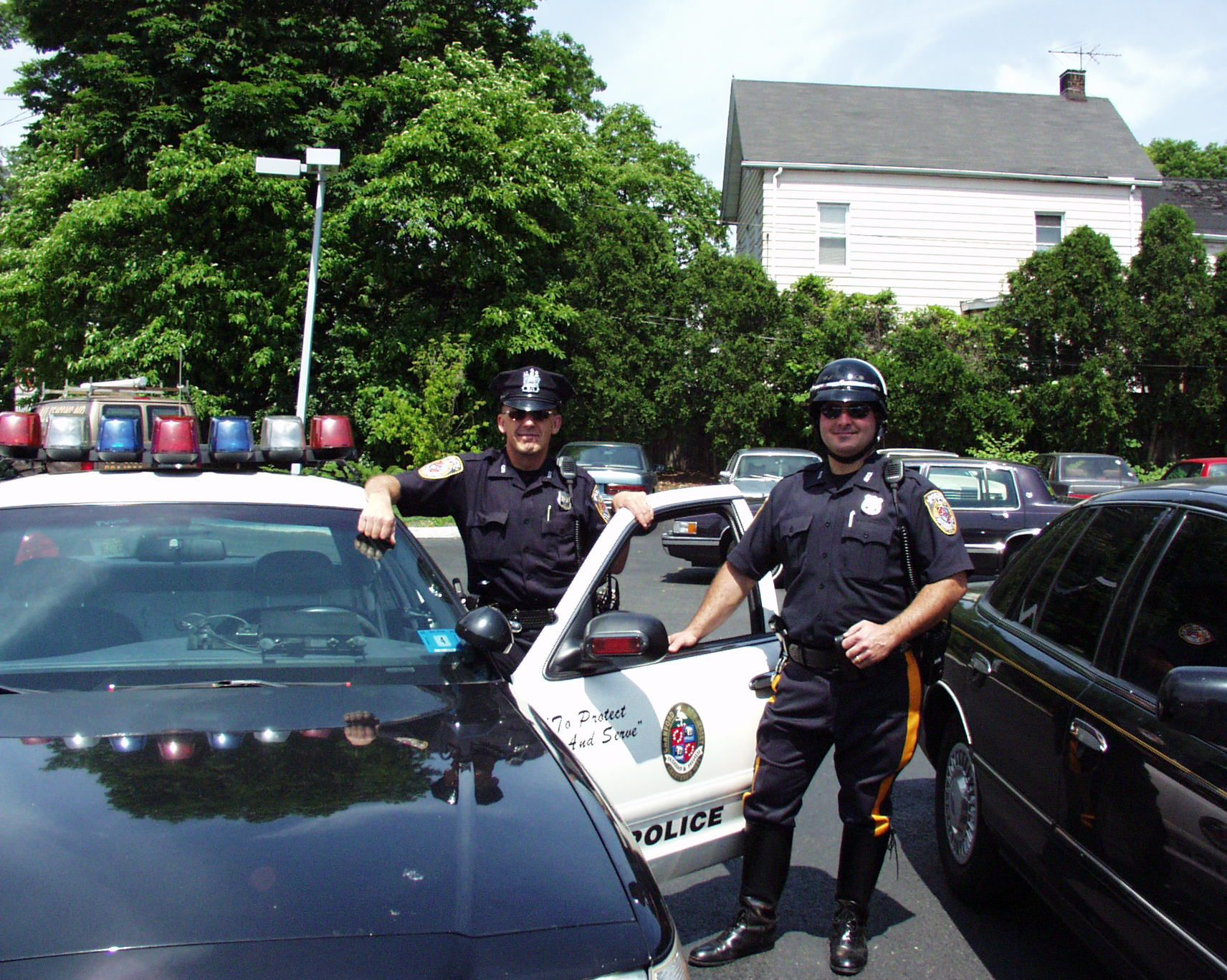 Flashback Friday Photo From June 1 2001 Shows Officers Steve Gachko And Frank Williams At North And Elizabeth Avenues Prior Police Department Police Cranford
