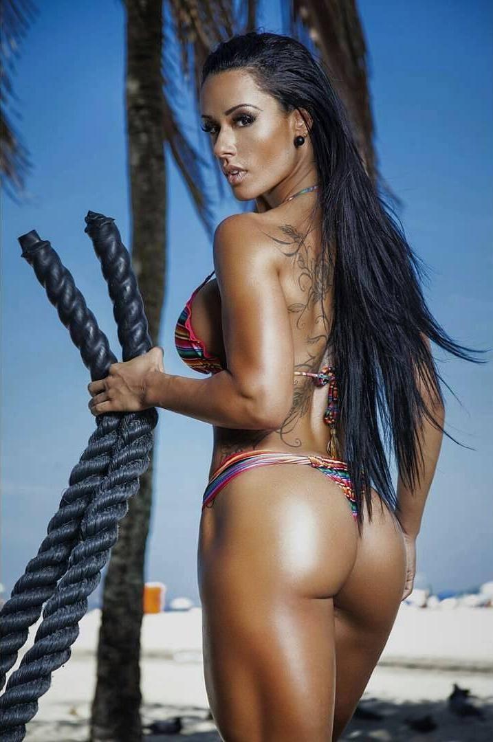 Фото фитнес моделей с бразильскими формами