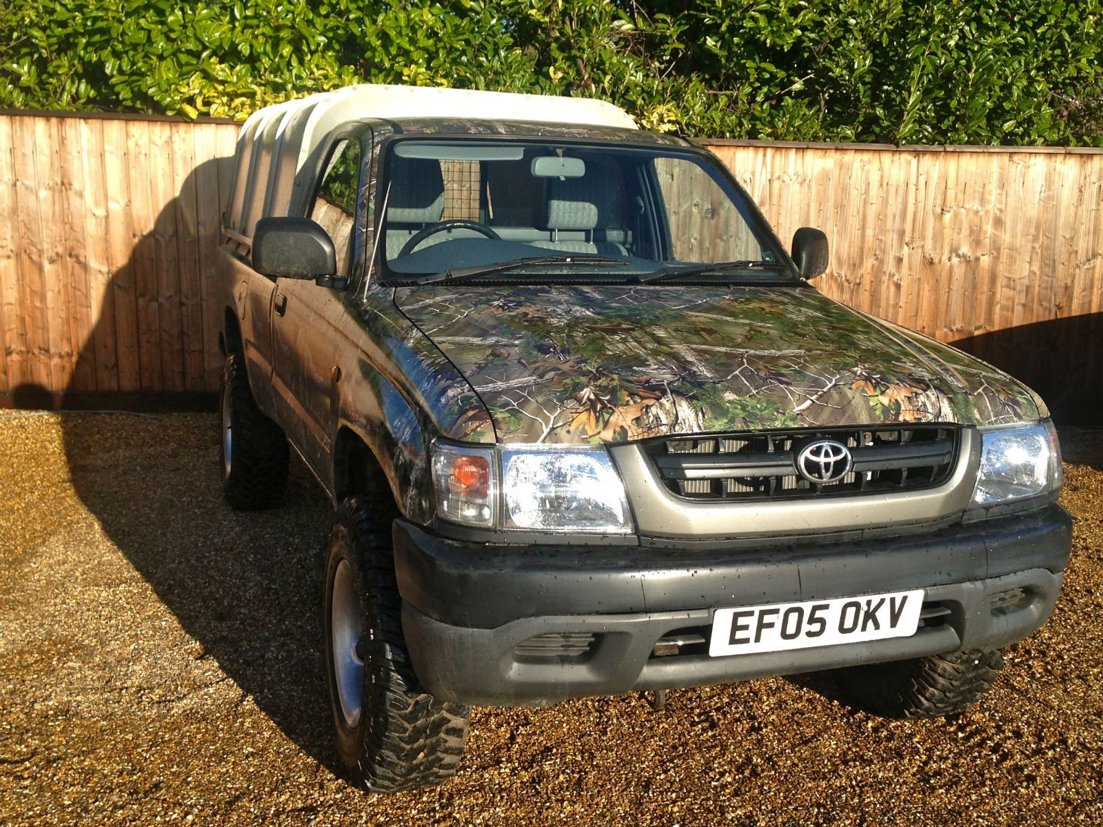 Toyota hilux ex 4x4 mwb 2 5 diesel manual 2 door truck suv camo wrapped 2005