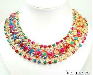 Collar dorado multicolor, para combinar con varios colores de ropa