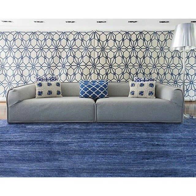 @casaedecor_cz | Tudo azul na nova vitrine da @bykamy!  #tapete #bykamy #azul #decoração