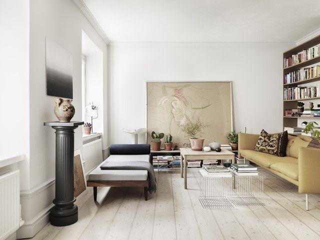 Photo by Petra Bindel - LINKDECO #decor #design #apartment #retro #scandi #home #sofa #seating #books #library