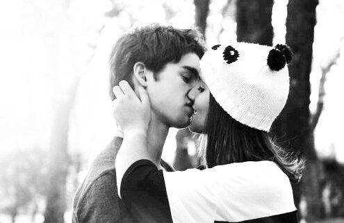 Image via We Heart It https://weheartit.com/entry/53190394/via/461515 #blackandwhite #boyfriend #couple #cute #hat #kiss #sweet #funnyhat