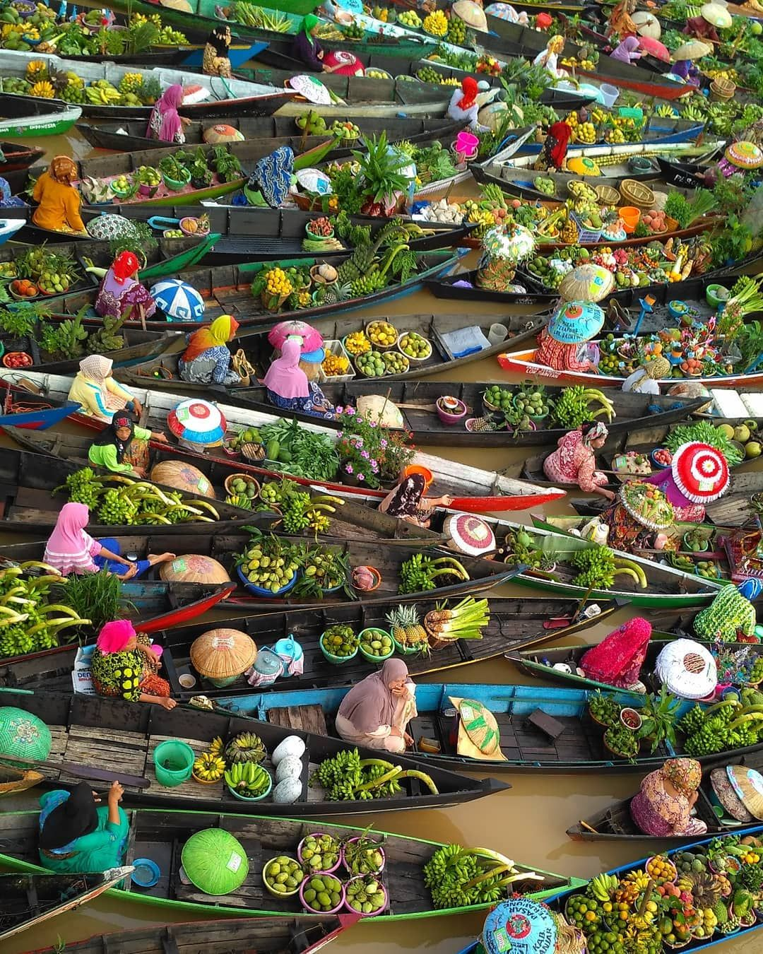 Art Wolfe Floating Market Spectacular Photos Of Colorful Floating Market In Indonesia By