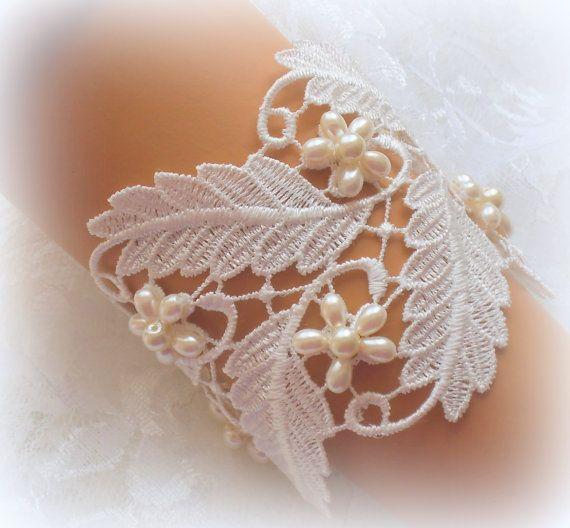 Off White Lace Bridal Bracelet / Wedding Lace Bracelet