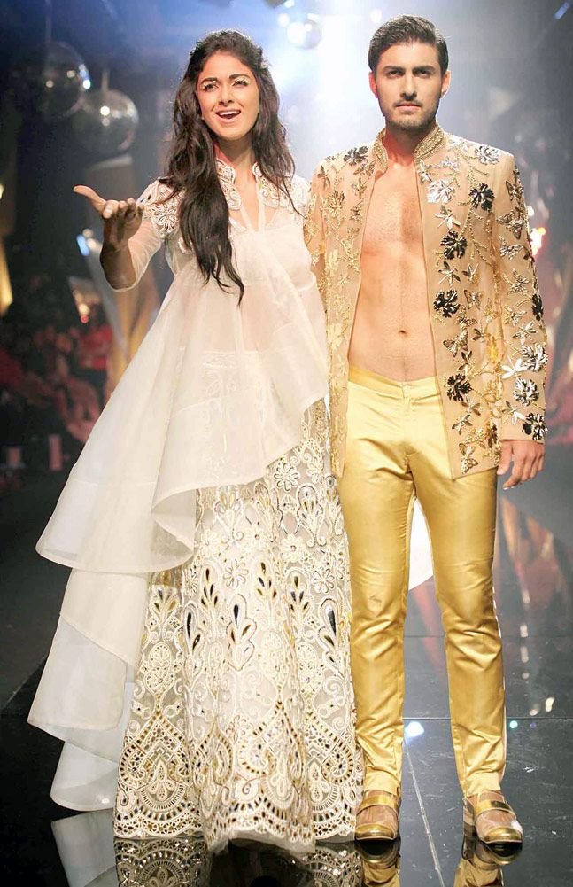Lfw Abu Jani Sandeep Khosla Go Groovy For Jawani Jaaneman Indian Designer Outfits Fashion Indian Dresses