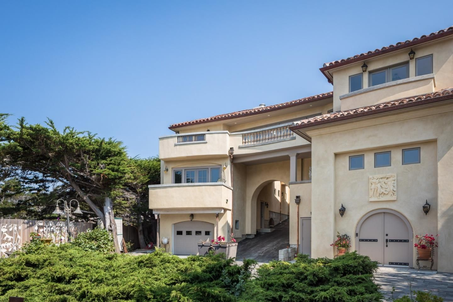 Carmel Ca Real Estate Market Updates Check Out This 4 Bedroom 2 5 Bath Property Located At 3285 Martin Rd In California Real Estate Real Estate Sale House
