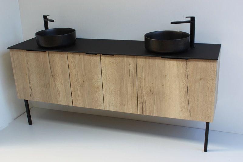 Meuble de salle de bains sur mesure design noir et bois naturel