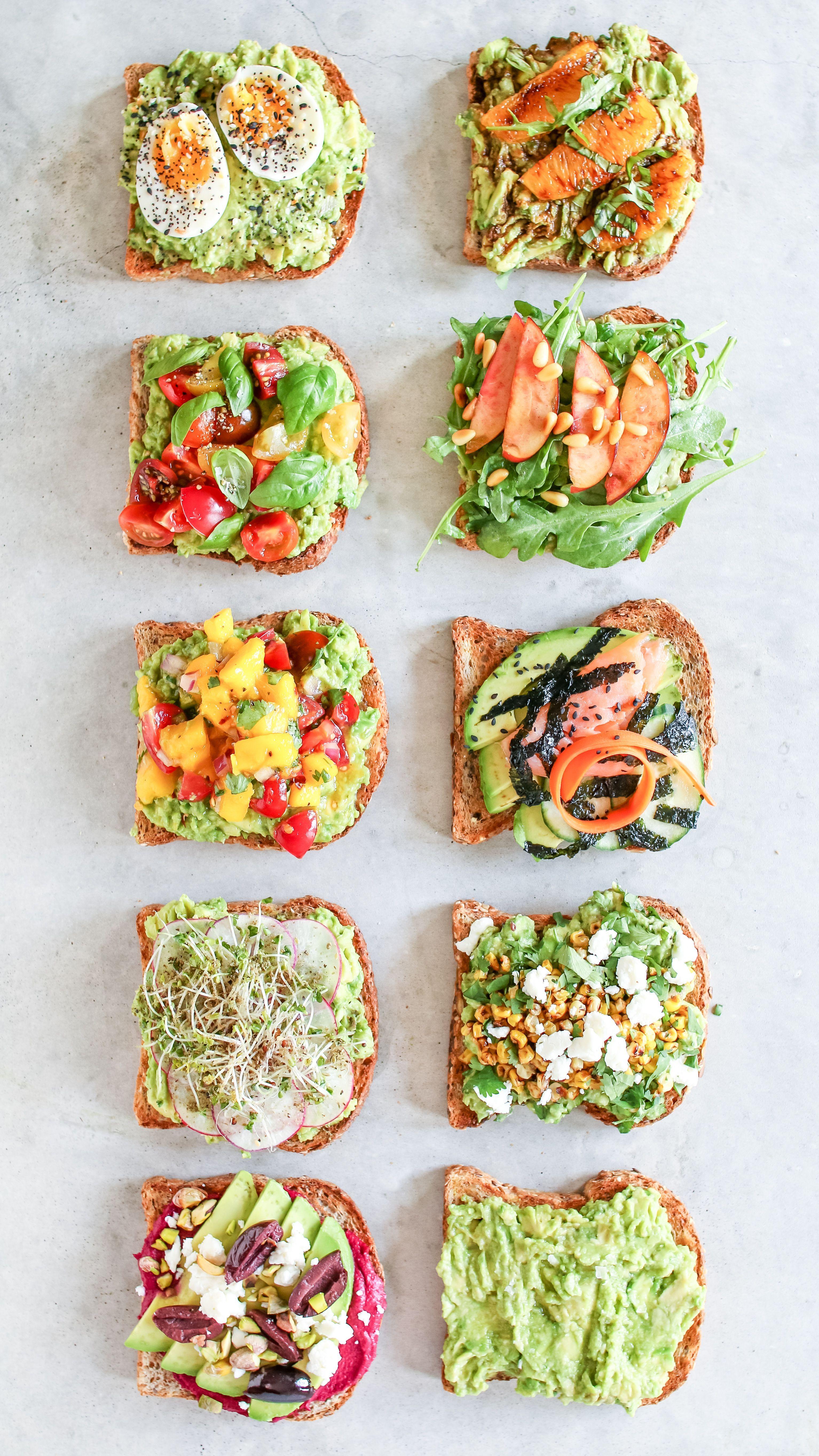 Wie man Avocado Toast 10 Wege macht – Healthnut Nutrition  – Yiyecek fikirleri