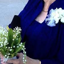 Pildiotsingu vintage lady with lily of the valley tulemus