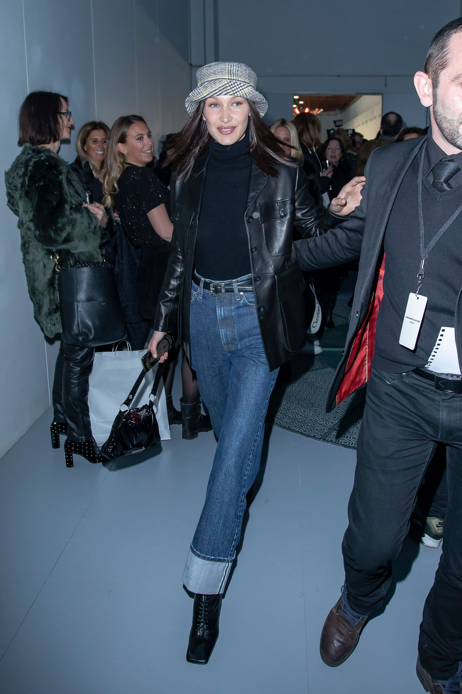 Bella Hadid S Leather Jacket And High Waist Cuffed Jeans Bella Hadid Outfits Trendy Fall Outfits Celebrities Leather Jacket [ jpg ]