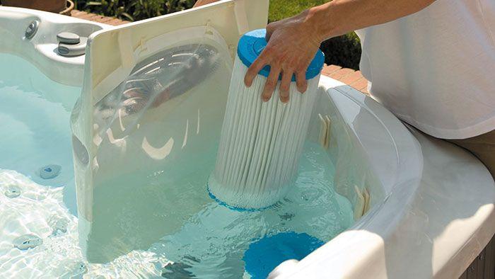 conseils pour nettoyer votre jacuzzi gonflable piscine. Black Bedroom Furniture Sets. Home Design Ideas